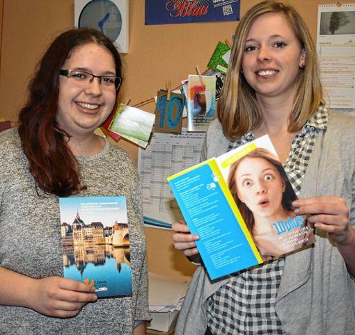Sind dankbar für die zahlreiche Unterstützung: Jugendreferentin Sara Kiefer (rechts) und Praktikantin Jennifer Streich.     Foto: Rolf Rombach Foto: Die Oberbadische
