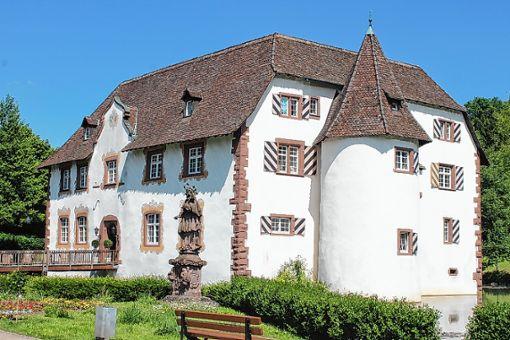 Nicht immer war das Wasserschloss so ansehnlich wie heute.   Foto: Tim Nagengast Foto: Die Oberbadische