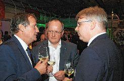 Auch Oberbürgermeister Klaus Eberhardt (links) suchte das Gespräch, hier mit den beiden Referenten Frank Pfister (Mitte) und Dirk Werner. Foto: Die Oberbadische