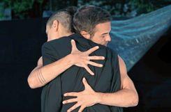 Die Tanzstücke handeln meist von der Suche nach Nähe und Berührung Foto: Markgräfler Tagblatt
