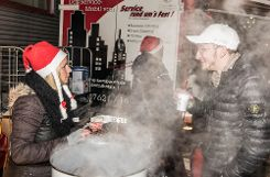 Die kulinarische Vielfalt beim Genuss im Advent zugunsten der Aktion Leser helfen Not leidenden Menschen kam bei den Besuchern gut an. Foto: Alexander Anlicker Foto: anl