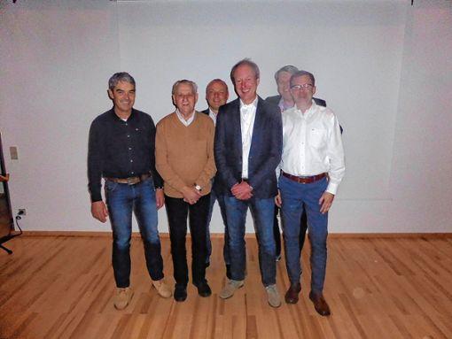 Vorsitzender Armin Reese (Mitte) mit den Geehrten Martin Dischinger, Klaus Prizibille, Michael Graewe, Martin Zemke und Ralf Brändle (von links)   Foto: zVg Foto: Weiler Zeitung
