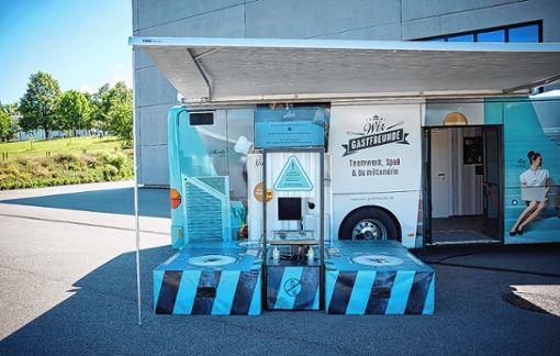 """Das """"Gastromobil"""" macht heute   von 9.30 bis 14.45 Uhr mit dem """"Gastrosurfer"""" Station bei der Friedrich-Ebert-Schule.     Foto: Dehoga Baden-Württemberg Foto: Markgräfler Tagblatt"""