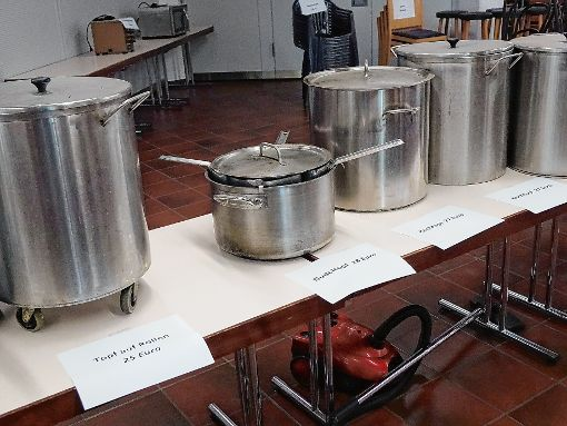 Kochtöpfe gab es in allen Größen zum Schnäppchenpreis. Foto: Markgräfler Tagblatt