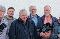 Das Kamerateam des Grenzach-Wyhlen-Films (von links): Peter Haidacher, Rolf Rombach, Gusty Hufschmid, Karl  Moos, Dr. Dieter Syga und  Frank Hüfner. Auf dem Foto fehlt José Morla mit seiner Kameradrohne.   Foto: zVg Foto: Die Oberbadische