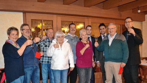 Die Hauptgewinner der Weihnachts-Glückslos-Aktion des Zeller Gewerbevereins. Foto: Paul Berger