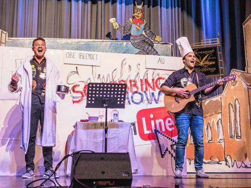 """Höhepunkt des Programms war einmal mehr der Auftritt der Salmefääger Stefan Blust (links) und Philipp Müller mit ihrer """"Schobbing Show"""".   Foto: Alexander Anlicker Foto: Weiler Zeitung"""