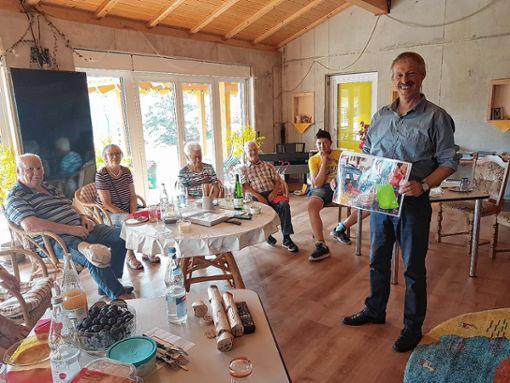Dieter Miss stellte den Senioren vor, wie die Dorfladen-Genossenschaft entstand.    Foto: zVg Foto: Markgräfler Tagblatt