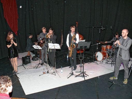 """Ensemblemitglieder der Gruppe """"Bakkhos puns"""".     Foto: Gottfried Driesch Foto: Die Oberbadische"""