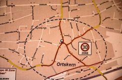Auf den rot markierten Strecken wünscht sich die IG Ortskern Steinen Tempo 30.Plan: IG Ortskern Steinen Foto: Markgräfler Tagblatt