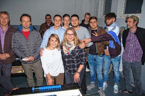 Mit Begeisterung beteiligten sich die Jugendlichen an der Renovierung des Hauinger Jugendkellers im Rahmen eines Gemeinschaftsprojekts.    Foto: Peter Ade Foto: Die Oberbadische