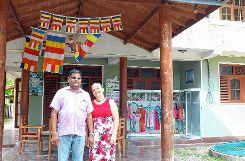 Andrea Launhardt   und     Chandralal Premakumara  bauten das Bildungszentrum auf. Foto: Markgräfler Tagblatt