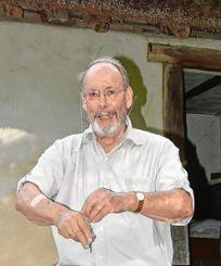 Jürgen Kammerer erläutert die Reparaturarbeiten des Strohdachs. Foto: Die Oberbadische