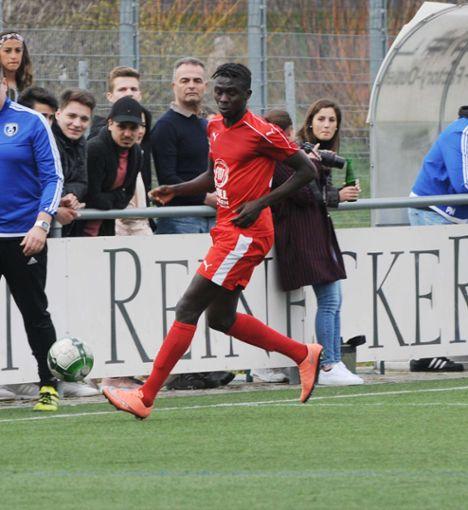 Ebrima Sowe Musu Jaiteh erzielt für Auggen in Offenburg den Ehrentreffer.   Foto: Uli Nodler Foto: Die Oberbadische