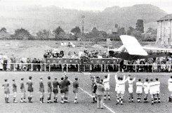Ein Schweizer Sportflugzeug brachte den Spielball zum ersten internationalen Handballspiel in Lörrach nach dem Zweiten Weltkrieg. Foto: zVg/RWL-Chronik Foto: mek