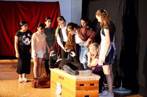 """Viel Beifall haben die Akteure der Realschule bei der gelungenen Aufführung des Musicals """"Tanz der Vampire"""" erhalten.     Foto: Susann Jekle Foto: Weiler Zeitung"""