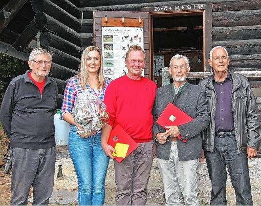 Vorsitzender Lothar Wiehan (links) und Rainer Stickelberger (rechts) zeichneten Vanessa Edmeier, Dieter Krause und Albert Ganter für ihre Verdienste in der SPD Karsau aus.   Foto: zVg Foto: Die Oberbadische