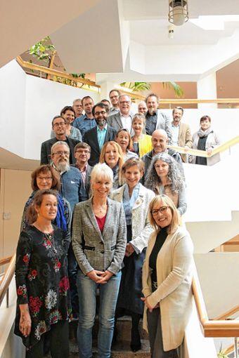 Landrätin Marion Dammann (vorne, zweite von rechts) mit den geehrten Dienstjubilaren. Foto: zVg