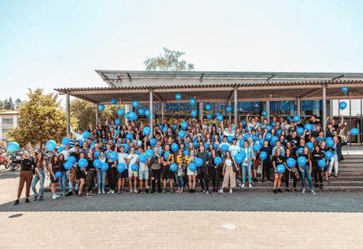 Der Abschlussjahrgang 2017/18 der Freien Evangelischen Schule Lörrach.   Foto: zVg Foto: Die Oberbadische