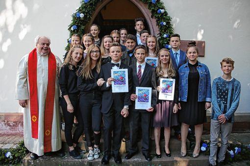 Die Jungen und Mädchen, die in der evangelischen Kirche in Tegernau konfirmiert wurden.    Fotos: zVG Foto: Markgräfler Tagblatt