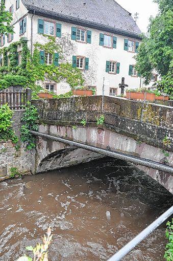 Auch die Brücke  an der Bibelisgasse ist sanierungsbedürftig.    Foto: Jutta Schütz Foto: Weiler Zeitung