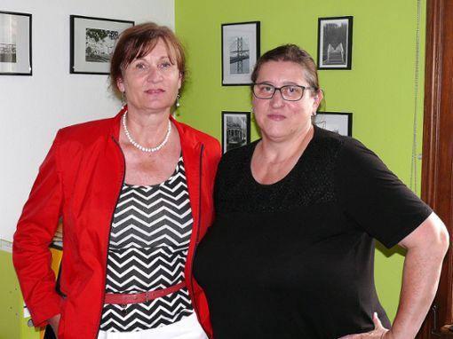 Wollen weiter für die Einführung einer Realschule in Brombach kämpfen: Petra Sauer (links) und Ortsvorsteherin Silke Herzog.   Foto: Gottfried Driesch Foto: Die Oberbadische