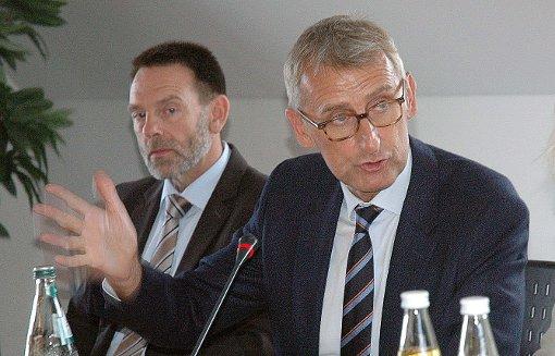 Armin Schuster (rechts) will weiter im Bundestag bleiben. Foto: Marco Fraune Foto: Marco Fraune