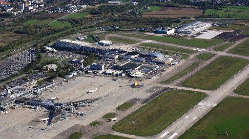 Engpässe sind nach Einschätzung des scheidenden EAP-Direktors bei zehn Millionen Passagieren die Parkplätze und das Terminalgebäude. Die Piste habe Kapazitätsreserven.   Foto: Erich Meyer Foto: Die Oberbadische