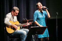 """""""Steffi  & Salz"""": Steffi Lais und Daniel Maier gestalteten das musikalische Rahmenprogramm. Foto: Kristoff Meller Foto: Die Oberbadische"""