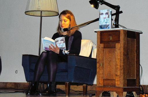 "Kim Stapelfeldt alias Emma K. Sterlings liest aus ihrem Debütroman ""Gem Nation: Herz aus Diamant"". Foto: Ingmar Lorenz"