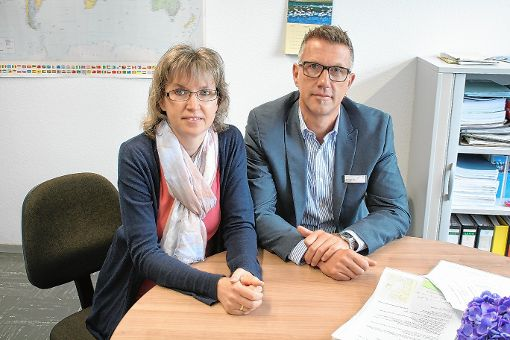 Andrea Steinebrunner und Christoph Braun organisieren die Ausbildungsbörse.    Foto: Saskia Scherer Foto: Weiler Zeitung