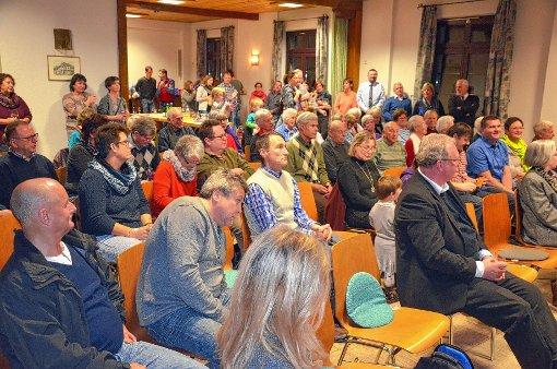Die Bevölkerung nutzte den Anlass im St. Gregoriushaus auch zum zwanglosen Austausch.   Fotos: Marco Schopferer Foto: Weiler Zeitung