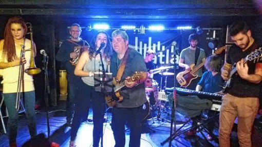 """Eine tolle Jam-Session bot diese Musikband in der """"École Atla"""" im Pariser Norden. Foto: Matthias Stauss"""