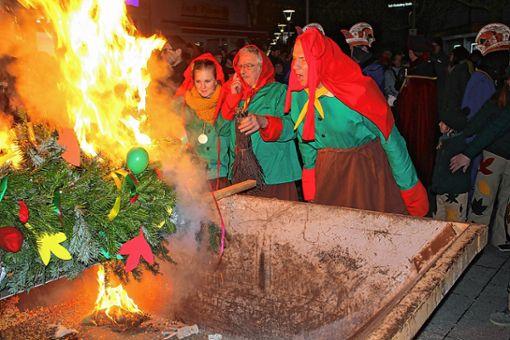 Mit der Verbrennung des Latschari als Symbolfigur der Rheinfelder Fasnacht ist die diesjährige närrische Kampagne zu Ende gegangen.   Foto: Gerd Lustig Foto: Die Oberbadische