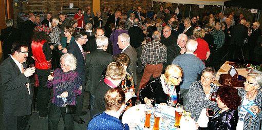 Sehr gut besucht war der Neujahrsempfang des Turnvereins Weil. Links  im Foto sieht man den Vorsitzenden Ulrich Obrist.    Foto: sc Foto: Weiler Zeitung