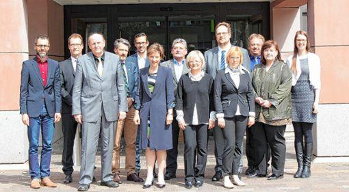 Vertreter der beiden befreundeten Landkreise Lörrach und Zwickau vor dem Landratsamt Lörrach..     Foto: zVg Foto: Die Oberbadische