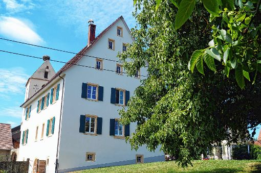 Mehr als 400 Jahre alt ist das stattliche Pfarrhaus zu Tannenkirch, das nun renoviert wurde.   Foto: Silke Hartenstein Foto: Weiler Zeitung
