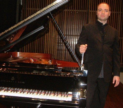 Als versonnener Interpret zeigte sich Alexander Melnikov bei seinem Konzert in Lörrach.  Foto: Jürgen Scharf Foto: Die Oberbadische