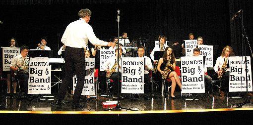 Die Bond's Bigband unter Leitung von Christian Leitherer begeisterte beim Benefizkonzert das Publikum.   Foto: ouk Foto: Weiler Zeitung