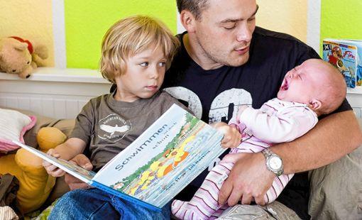 Ein neugeborenes Kind kann eine Familie auch belasten.  Foto: Archiv Foto: Die Oberbadische