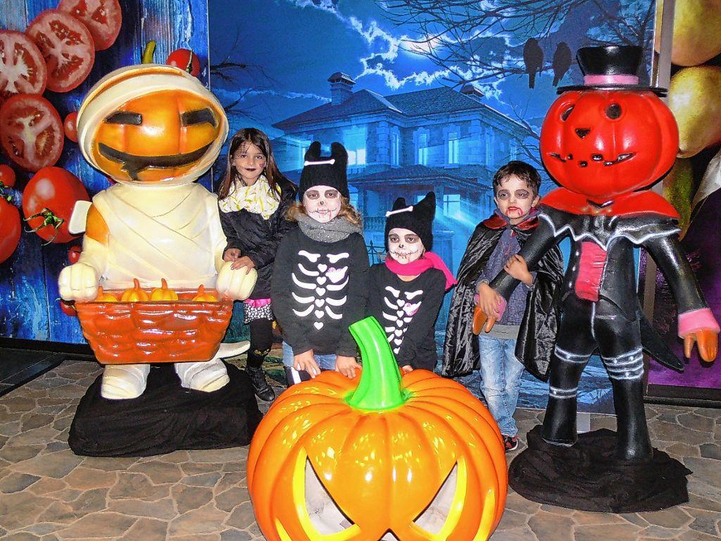 Halloween Fotowand.Weil Am Rhein Ratz Fatz Sind 150 Kurbisse Geschnitzt