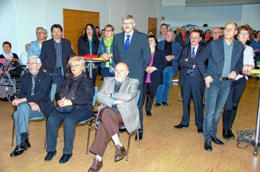 Ehrengast des Haagener Neujahrsempfangs war Bernard Tritsch, Bürgermeister der Partnergemeinde Village-Neuf; hinter ihm (stehend) Ortsvorsteher Horst Simon. Foto: Peter Ade