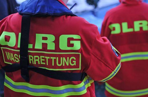 Die Einsatzkräfte konnten den jungen Mann dann aus dem Neckar retten. (Symbolfoto) Foto: dpa