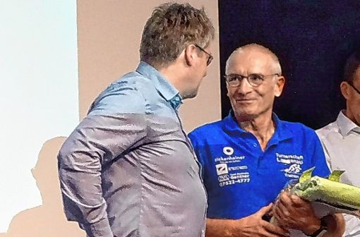 Hubert Klemm bekam die Ehrennadel des Triathlon-Verbandes verliehen. Foto: zVg