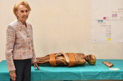 Die Baslerin Rosemary Probst-Ryhiner ist eine Nachfahrin der Pfarrersfrau Catharina Bischoff, die an einer Bleivergiftung starb,   Fotos: Michael Werndorff Foto: Die Oberbadische