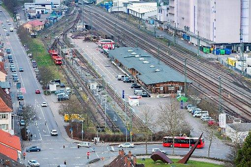 Falls die Autoreisezug-Strecke weiter betrieben wird, würde das auch die Pläne der Stadt für das Areal tangieren.  Foto:  Meller Foto: Die Oberbadische