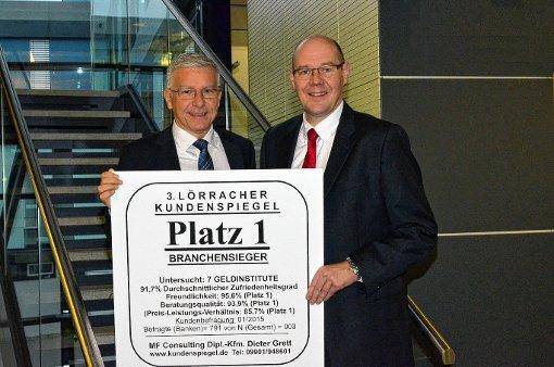 Günther Heck, Vorstandsvorsitzender, und   Ulf Bleckmann (r.), Vorstandsmitglied, freuen sich über den ersten Platz.  Foto: zVg Foto: Die Oberbadische