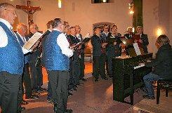 VIelfältige Chormusik bot das Adventskonzert in der Gersbacher Kirche.   Fotos: Gerd Sutter Foto: Markgräfler Tagblatt