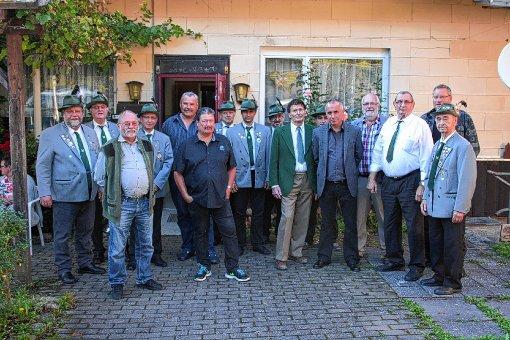 Die Jubilare der SG Zell  zusammen mit der   Böllerabteilung.    Foto: zVg Foto: Markgräfler Tagblatt