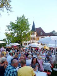 Das Wasserschloss Entenstein bietet die malerische Kulisse für die Schliengener Weintage, die am Wochenende  im Schlosspark stattfinden.    Fotos: Juliane Meier Foto: Weiler Zeitung